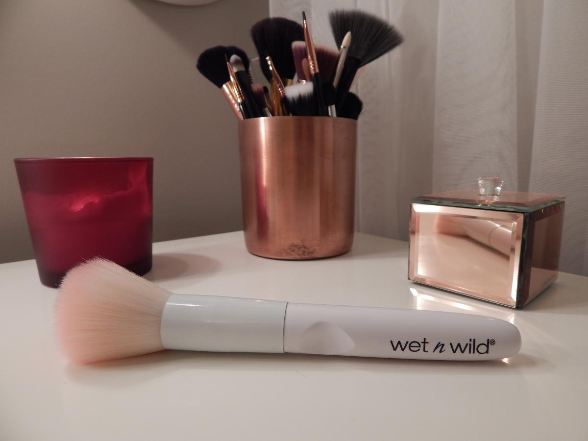 Wet n Wild  - Pudra Fırçası